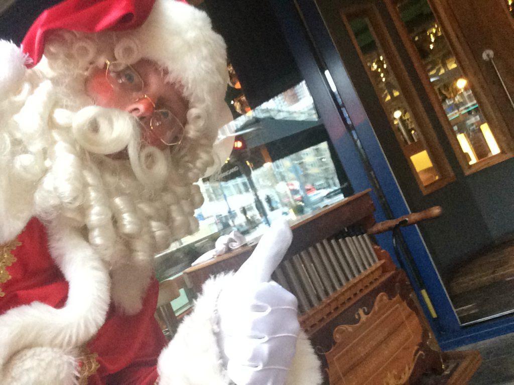 Muzikale Kerstman kerstmuziek draaiorgel Dickens orgeltje accordeon kerstliedjes kerstmarkt kerstborrel entertainment
