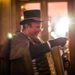 Kerstman Dickens Muziek Draaiorgel Accordeonist Duo Kerstmuziek kerstmarkt kerstborrel kerstpakketten