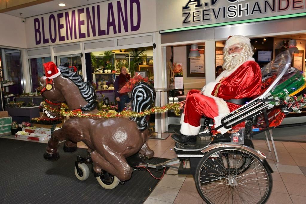 Kerstman met paard en wagen